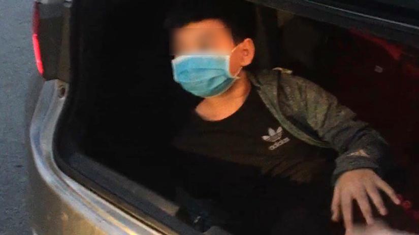 Bé trai 12 tuổi được giấu trong cốp xe, đưa từ Hà Nội về Thái Bình để kịp đi học