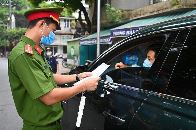 Hà Nội cho phép người dân tiếp tục sử dụng giấy đi đường cũ