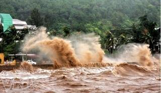 Bão Côn Sơn bắt đầu mạnh lên, giật cấp 12 tiến gần quần đảo Hoàng Sa