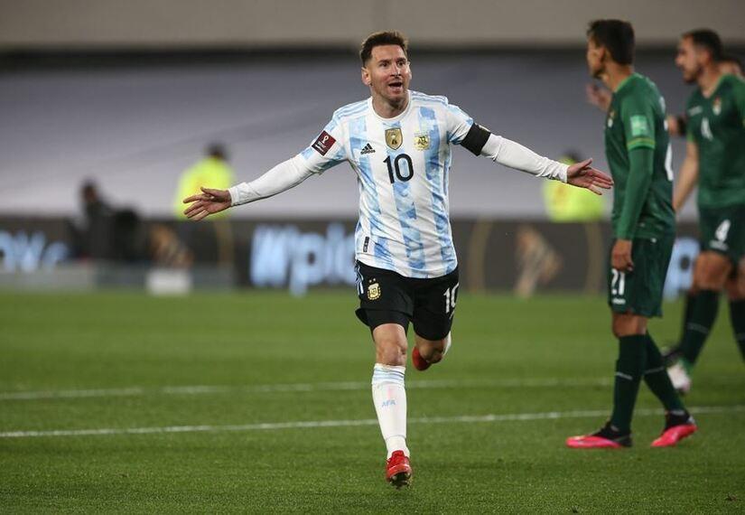 Messi vượt qua thành tích của Vua bóng đá Pele