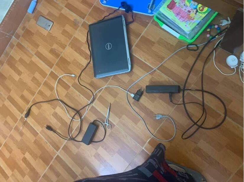 Bé trai bị điện giật tử vong thương tâm khi đang học trực tuyến