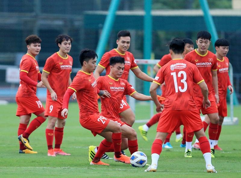 Báo Nhật Bản khen tuyển Việt Nam chê Trung Quốc