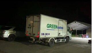 Phát hiện xe tải nhét 15 người trong thùng đông lạnh để 'thông chốt' về quê