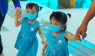 Trúc Nhi - Diệu Nhi cực đáng yêu trong ngày đi tiêm chủng vaccine