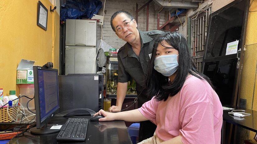 Giáo dục Hoàn Kiếm chia sẻ yêu thương, tích cực đồng hành với học sinh Hà Nội qua chương trình Sóng và máy tính cho em