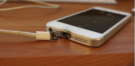 Quảng Nam: Dùng điện thoại khi đang sạc, nam sinh lớp 12 bị điện giật tử vong
