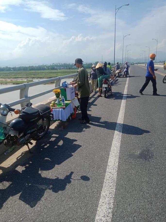 Tìm kiếm nam thanh niên nhảy cầu Giao Thủy ở Quảng Nam tự tử