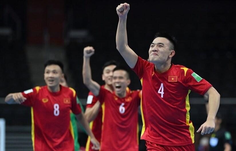 CĐV quốc tế nô nức chúc mừng tuyển futsal Việt Nam