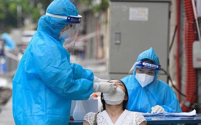 Bình Định thêm 12 ca dương tính mới, có 4 ca là nhân viên y tế