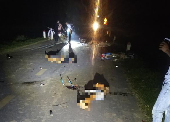 Phú Thọ 4 xe máy va chạm trong đêm Trung thu, 5 người chết