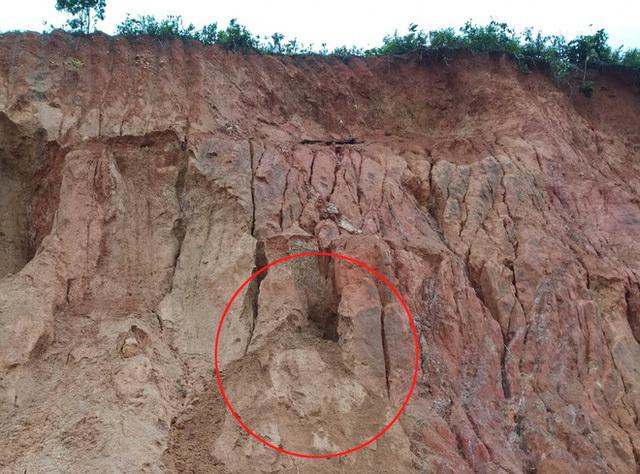 Chơi đào hầm trú ẩn, 3 cháu nhỏ ở Lâm Đồng bị vùi lấp thương tâm