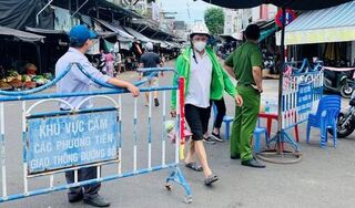 Người dân tại khu vực giãn cách theo Chỉ thị 16 ở Hà Nam được cấp thẻ đi chợ 2 lần/tuần