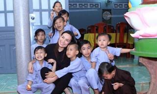 Ca sĩ Phi Nhung qua đời, ai sẽ lo cho 23 người con nuôi?
