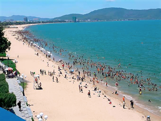 Đà Nẵng cho phép người dân tắm biển trở lại từ 0h ngày  30/9