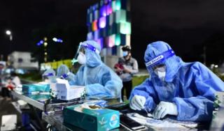 Phát hiện nhiều người dương tính với SARS-CoV-2 khi test cho dân qua chốt ở Bình Dương về quê