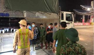Phát hiện 4 người trốn trong xe chở lợn 'thông chốt' vào Quảng Ninh
