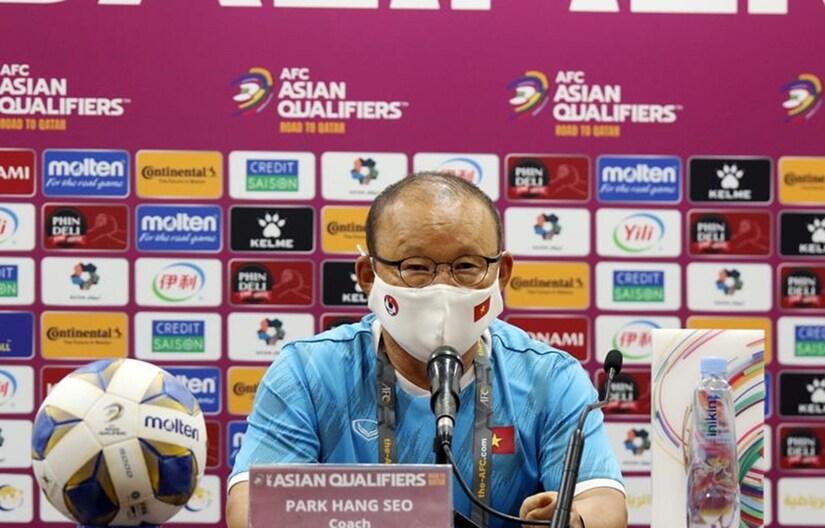 HLV Park Hang Seo thừa nhận mắc sai lầm trong việc thay người ở hiệp hai trận đấu với tuyển Trung Quốc