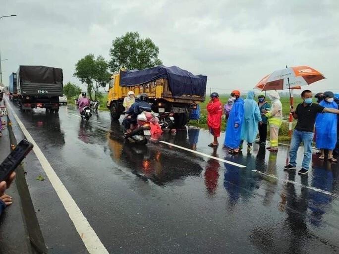 4 người quê Nghệ An gặp nạn trên đường hồi hương, 2 người tử vong