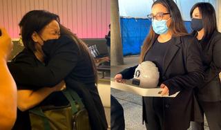 Con gái Phi Nhung khóc nức nở khi nhận tro cốt của mẹ