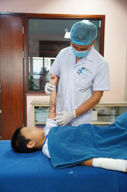 Bé gái 2 tháng tuổi ở Hà Nội bị nhỏ nhầm axit vào miệng