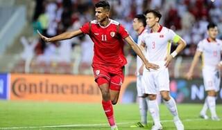 Chuyên gia châu Âu: 'Cầu thủ Việt Nam chơi bóng như lứa U10'