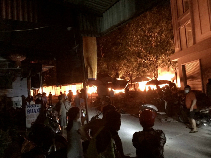 Hải Phòng: Cháy lớn tại chợ Núi Đèo, hàng trăm ki-ốt bị thiêu rụi