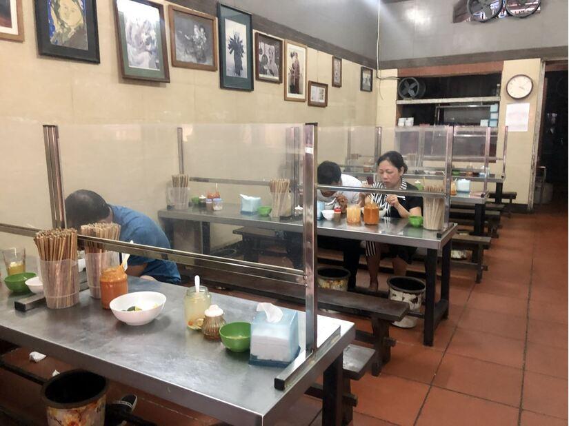 Hà Nội cho phép bán hàng ăn uống tại chỗ từ ngày 14/10