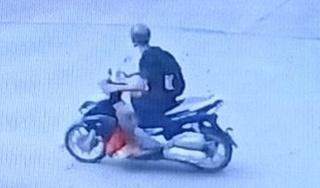 Truy tìm kẻ đâm trọng thương tài xế GrabBike, cướp xe máy