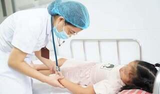 Mẹ tự điều trị sốt xuất huyết cho con tại nhà khiến bé 9 tuổi nguy kịch