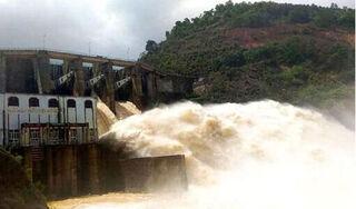 Nghệ An bỏ lệnh cấm biển, 2 thủy điện lớn xả lũ
