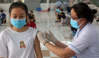 Những điều phụ huynh cần lưu ý trước khi tiêm vaccine Covid-19 cho con
