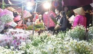 Chợ hoa tấp nập, cửa hàng ngừng nhận đơn do quá tải trong ngày 20/10