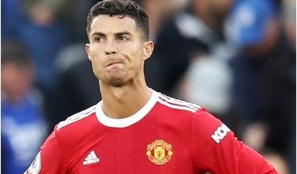 Ronaldo bị loại khỏi top 5 cầu thủ vĩ đại nhất lịch sử