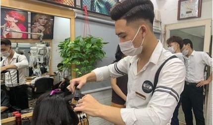 Hà Nội thông báo khẩn tìm người đến quán cắt tóc liên quan ca Covid-19 mới