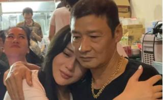Xúc động cảnh Võ Hoài Nam ôm chặt Phương Oanh khóc khi chia tay