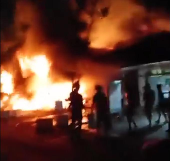 Cháy dữ dội 5 căn nhà trong đêm, thiệt hại khoảng 5 tỷ đồng