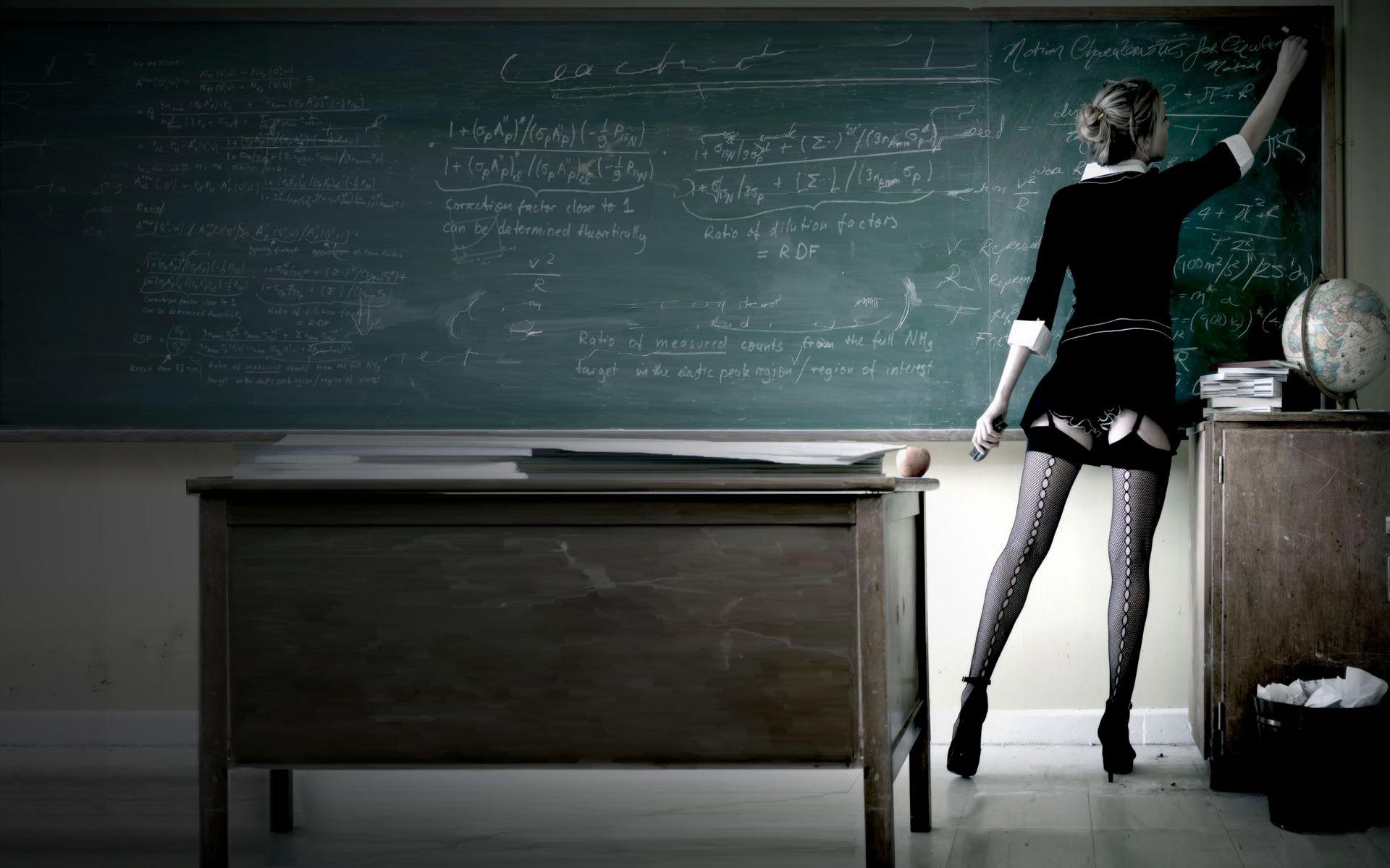 Mỹ: Nữ giáo viên gạ tình rồi quan hệ với học sinh trong lớp học