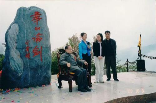 Lý do Kim Dung phải đổi tên kẻ cướp đi 'lần đầu tiên' của Tiểu Long Nữ