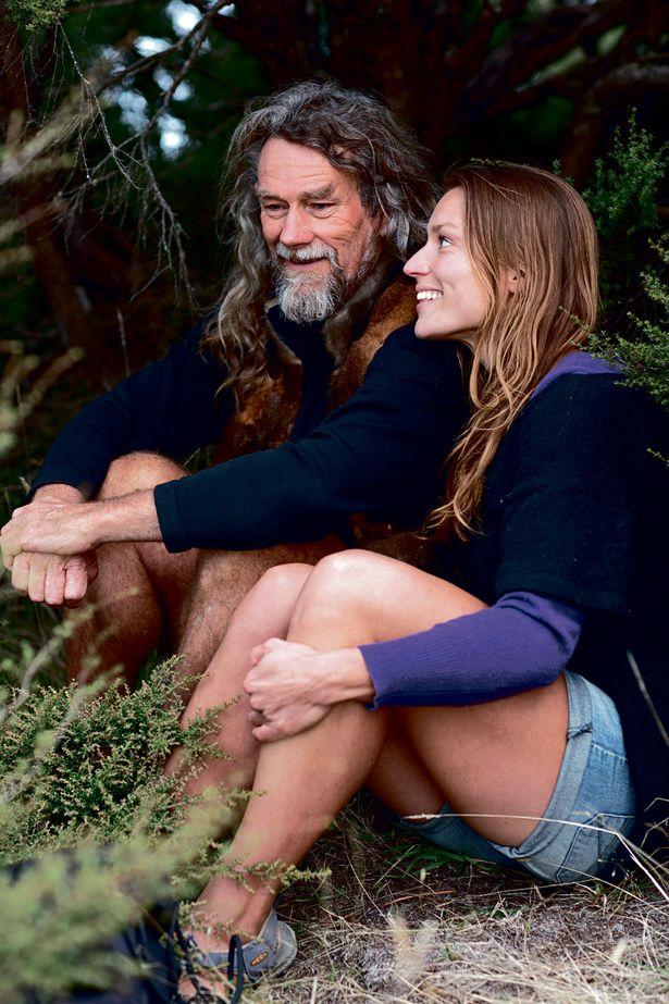 Bỏ nghề giáo viên, người phụ nữ New Zealand vào rừng làm Tarzan