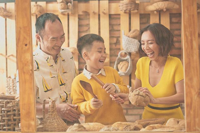 Thu Trang tặng quà bất ngờ cho gia đình sau khi phim Chị Mười Ba thắng 20 tỷ