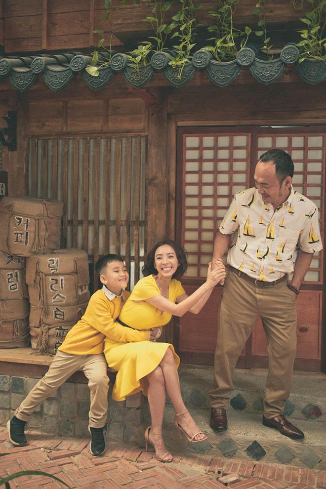 Sau thành công của bộ phim điện ảnh Chị Mười Ba, Thu Trang - Tiến Luật đã dành thời gian nghỉ ngơi, thư giãn bằng chuyến du lịch đến Hàn Quốc cùng đại gia đình.  Lần hiếm hoi cả 3 thế hệ gồm ông bà nội, Thu Trang - Tiến Luật và con trai Andy cùng đi chơi, thế nên tất cả các thành viên đều hào hứng.