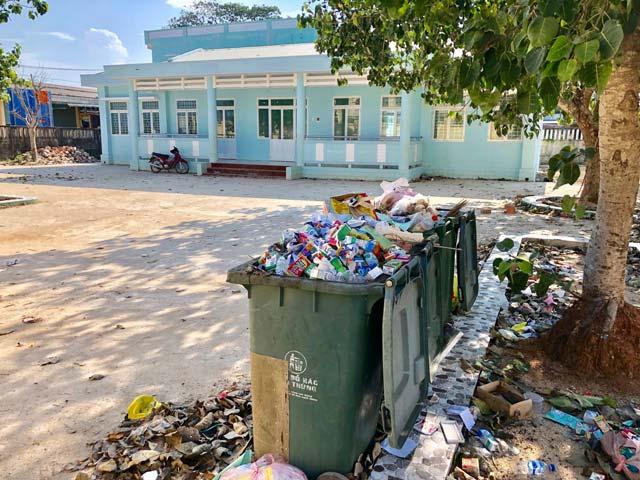Thiếu giáo viên, điểm trường mầm non tiền tỷ thành nơi tập kết rác