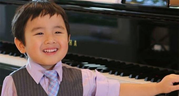 Thần đồng Việt Nam Evan Le bộc lộ tài năng chơi đàn dương cầm từ rất sớm