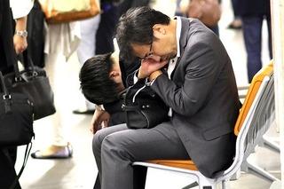 Bàng hoàng hàng nghìn người quyên sinh vì áp lực công việc tại Nhật