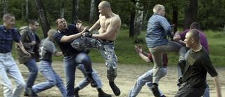 Những người du mục Nga từng bị nhóm đầu trọc tấn công