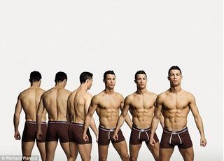 """Ronaldo khoe thể hình """"khủng"""" trong BST đồ lót mới"""