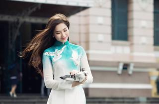 Đọ nhan sắc các mỹ nhân nổi tiếng trong tà áo dài Việt Nam