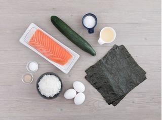 Cách làm cơm cuộn cá hồi kiểu Nhật vừa ngon vừa bổ